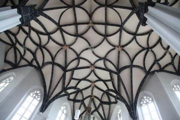 Schlingrippengewölbe im lichtdurchfluteten Chor, um 1510/20 (© Elisabeth Vavra)