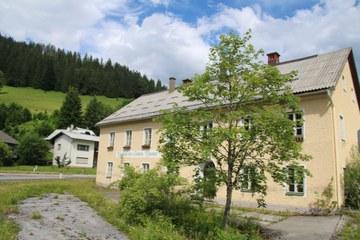 Der ehemalige Gasthof Zur Österr. Grenze in Terz (© Elisabeth Vavra)