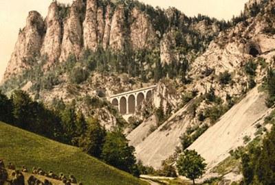 An diesem Tag wurde die erste fahrplanmäßige Fahrt mit der Semmeringbahn durchgeführt, der ersten Hochgebirgsbahn in Europa.