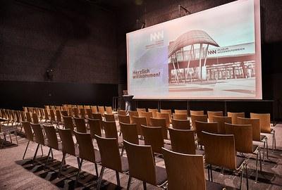 Für perfekte Präsentationen und mehr!  Fläche: 120 m²  Kapazitäten: Reihenbestuhlung: 100 Pers. Stehempfang: 120 Pers. © NÖ Museum Betriebs GmbH, Foto: Klaus Engelmayer